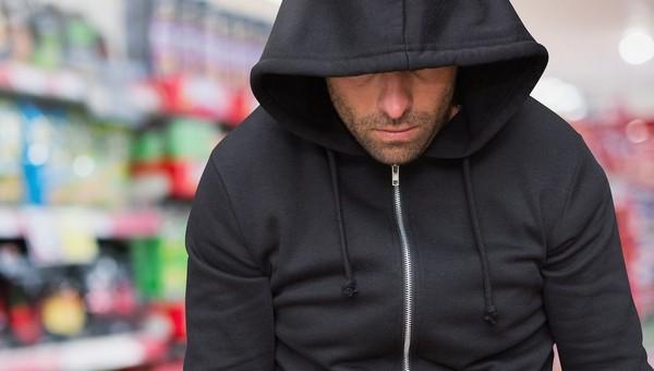 Охранник магазина электроники ежедневно обносил собственный магазин