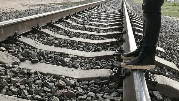 Школьница погибла под поездом в Подмосковье