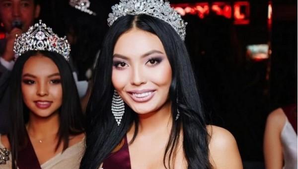 Королева красоты из Казахстана вынуждена мыть посуду в кафе