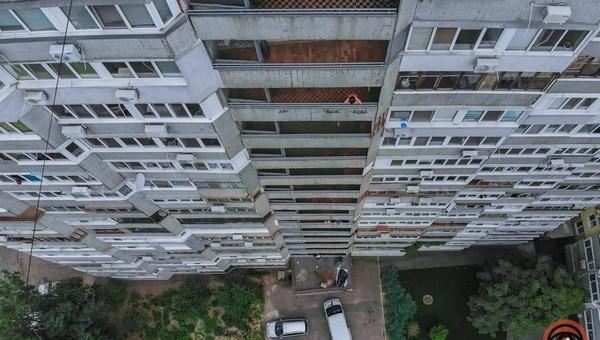 Пьяная горе-мать заперла малыша на балконе. Случилось непоправимое