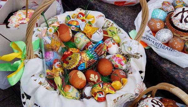 Три простых и эффектных способа украсить яйца к Пасхе
