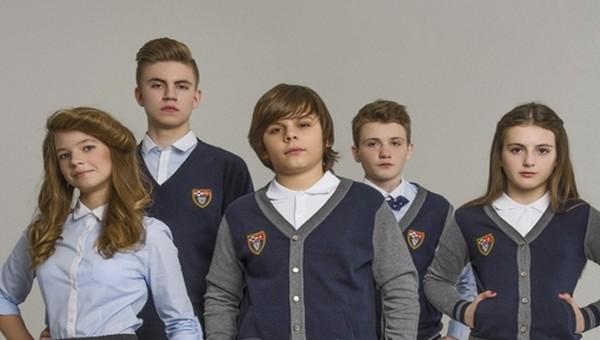 В российском городе школьников обязали покупать форму конкретной фирмы втридорога