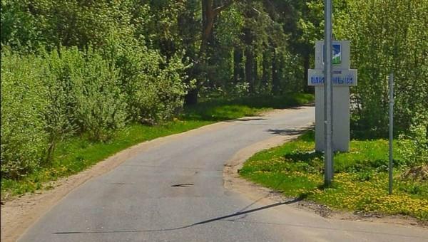 На узкой дороге под Серпуховом столкнулись легковушка и такси