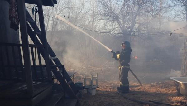 В сгоревшей бане в Подмосковье нашли тела матери и двоих детей