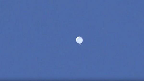 Непонятный объект в небе над Подмосковьем озадачил летчиков и ракетчиков