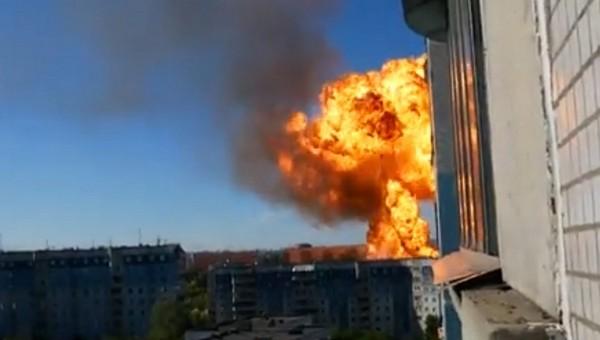 Эпичное видео взрыва заправки в Новосибирске попало в сеть