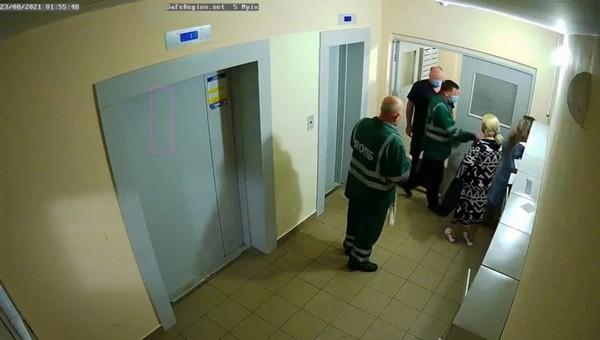 Избитая санитарами женщина из Ярославля оказалась «нормальной»