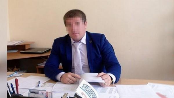 Директор российской школы предложил девятикласснице интим