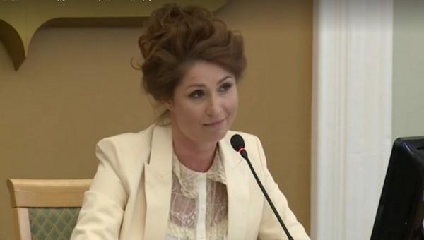 Депутат опозорилась, произнося речь о начале Великой Отечественной войны