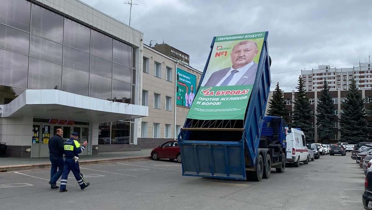 Кандидат в Мособлдуму устроил перфоманс в центре Серпухова