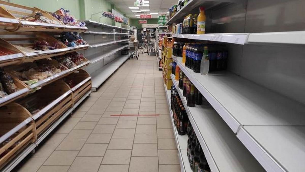 В некоторых российских магазинах пустеют полки