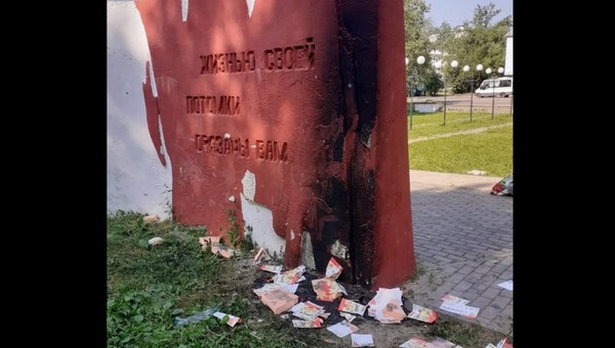 В Подмосковье подростки подожгли памятник «Победа»