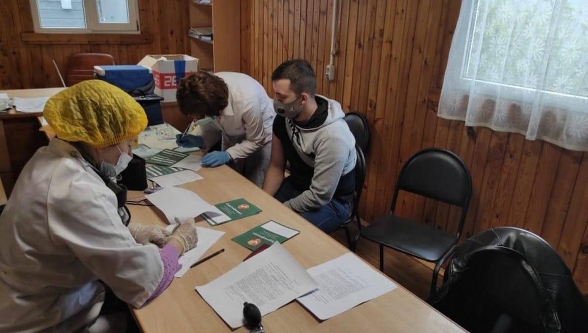 Представителей одной из профессий в Подмосковье начали вакцинировать централизованно