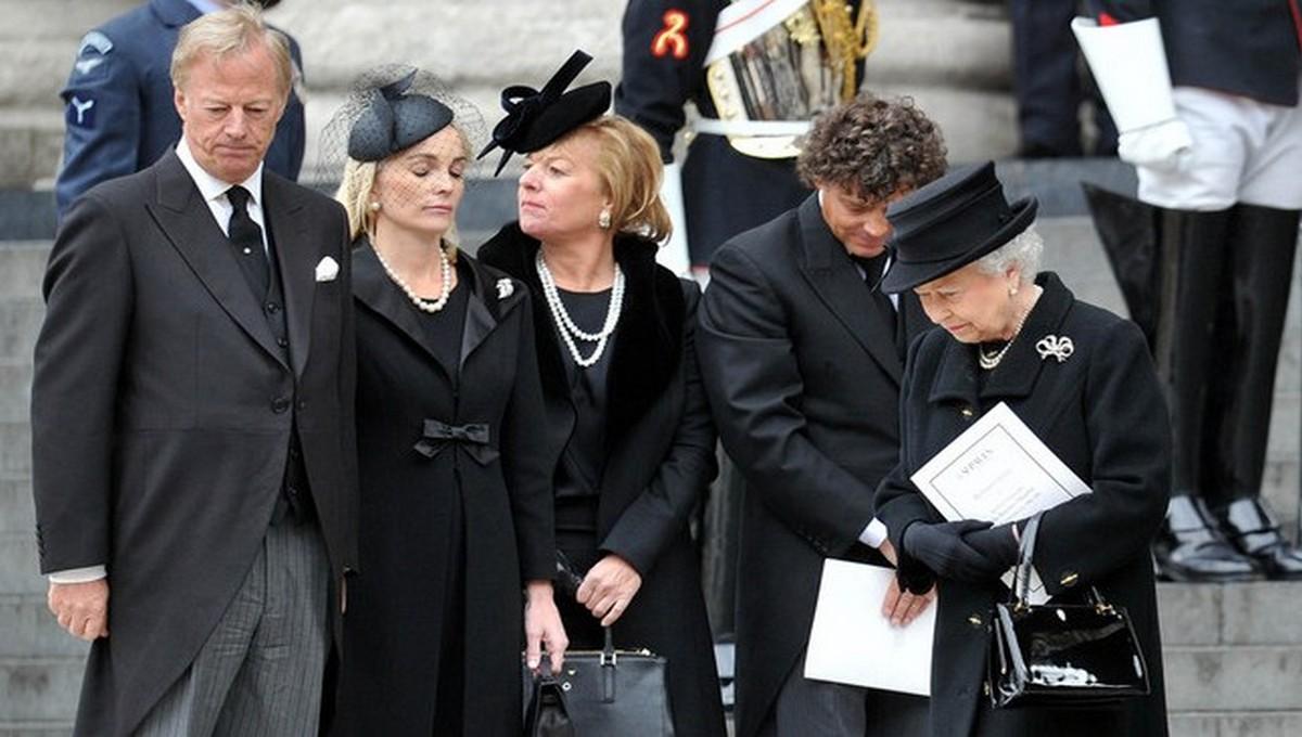 Стало известно, что принца Филиппа похоронят... временно