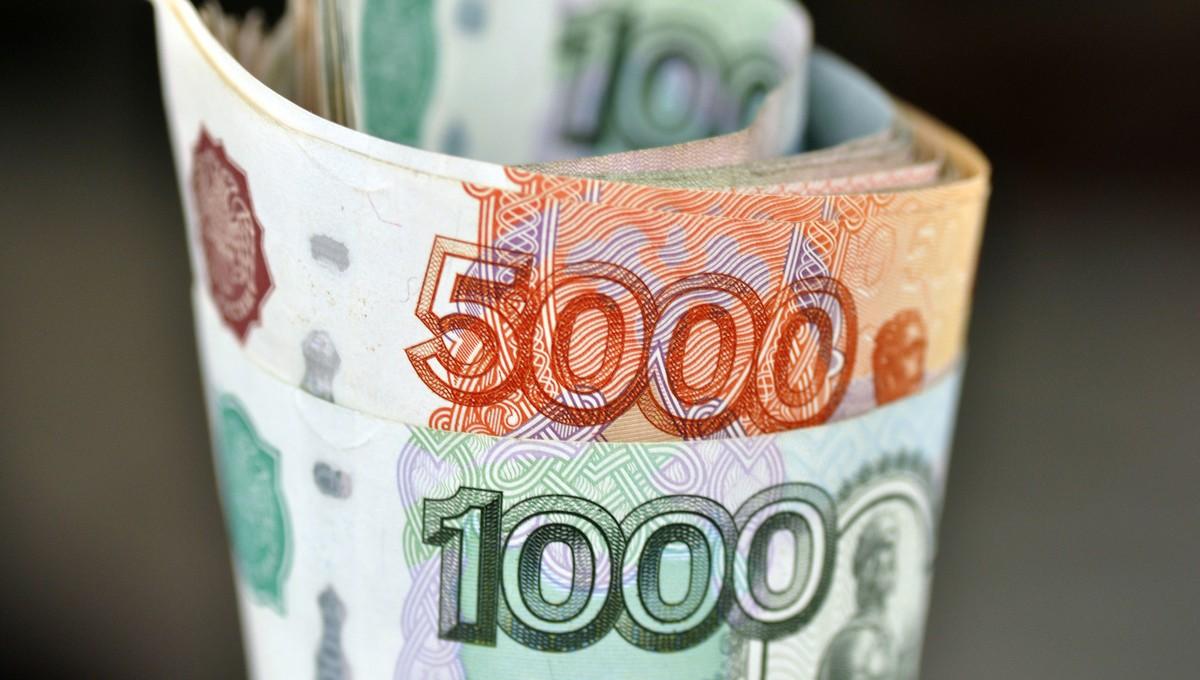 10 тысяч рублей семьям с детьми — ежемесячно