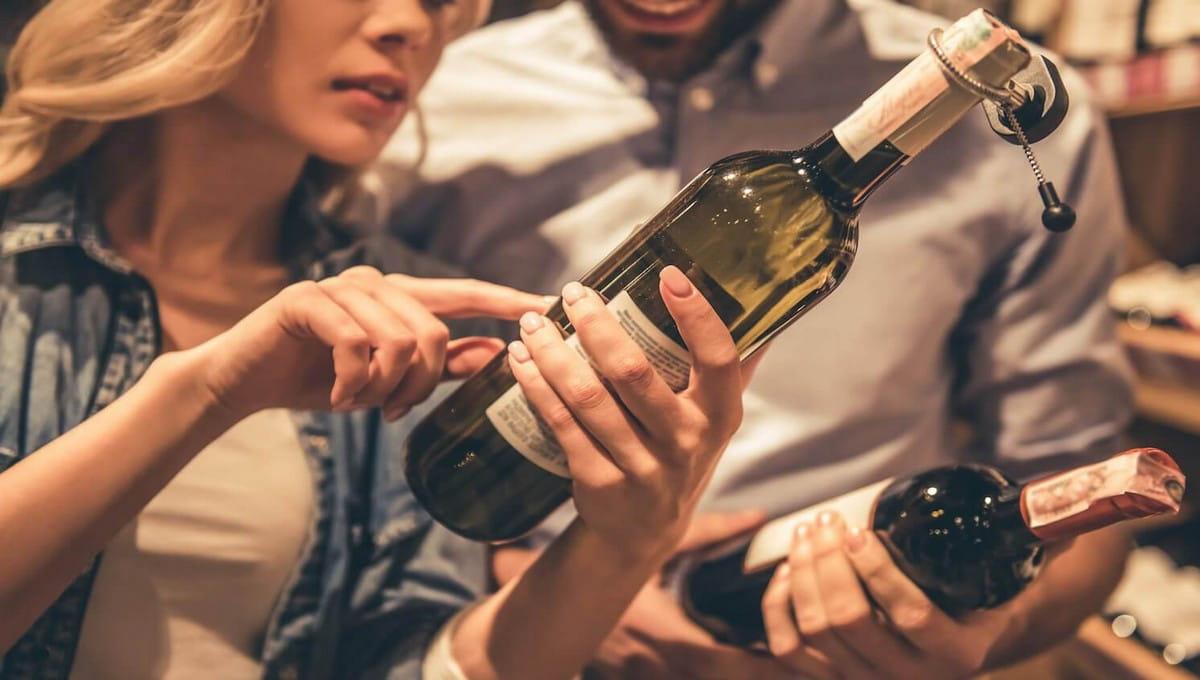 Омбудсмен предложила запретить продажу алкоголя непривитым