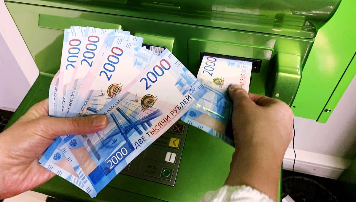 Мужчина смог «скормить» банкомату миллион рублей «Банка приколов»