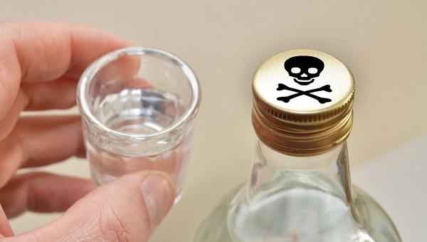 История с суррогатным алкоголем стала одним из крупнейших отравлений в РФ