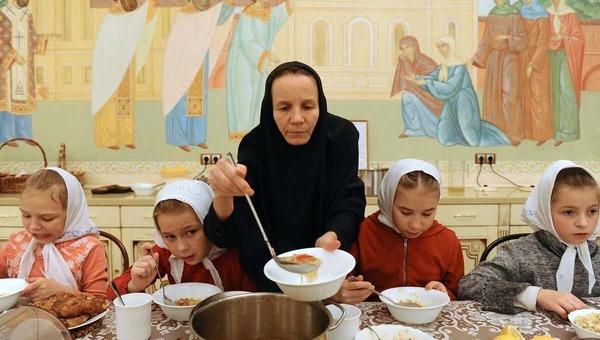 Патриарх призвал отдавать детей церкви