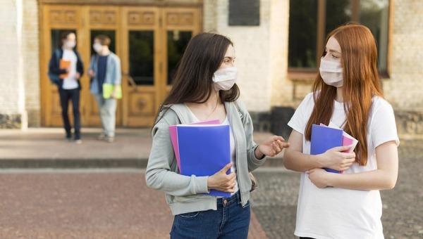 Школы и вузы начнут учебный год по-разному