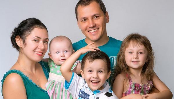 Крупные выплаты семьям с детьми будут продлены