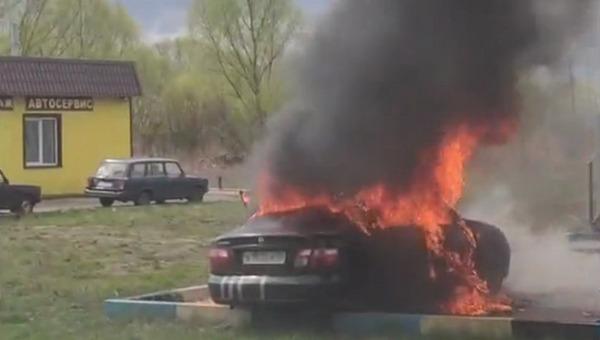 В Подмосковье двое детей оказались заперты в горящей машине