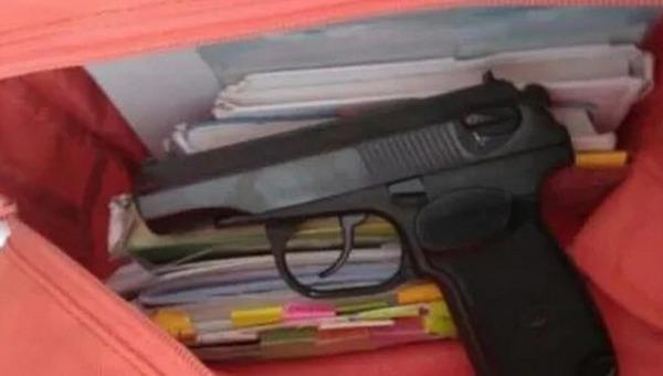 Девочка в Челябинске пришла в школу с пистолетом