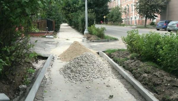В Серпухове новый асфальт кладут на... новый асфальт