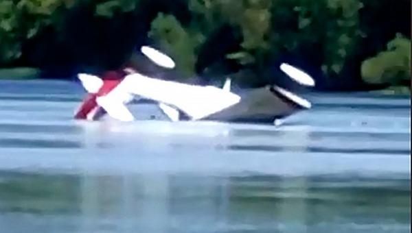 В Подмосковье в реку рухнул частный самолет