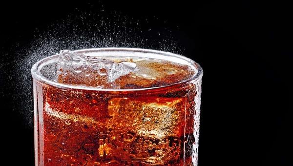 Мужчина умер после употребления популярного газированного напитка