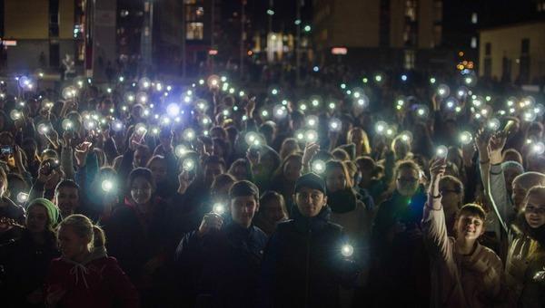 Россиян убедительно просят удалить со смартфонов…фонарики