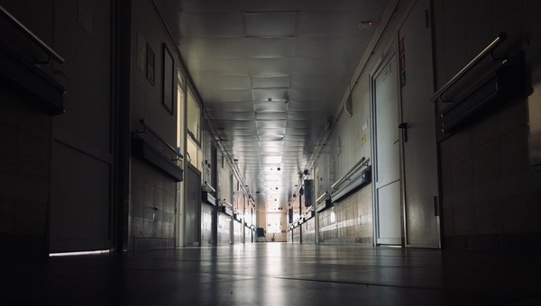 В больнице, где умерли пациенты на ИВЛ, летом провели дорогостоящий ремонт