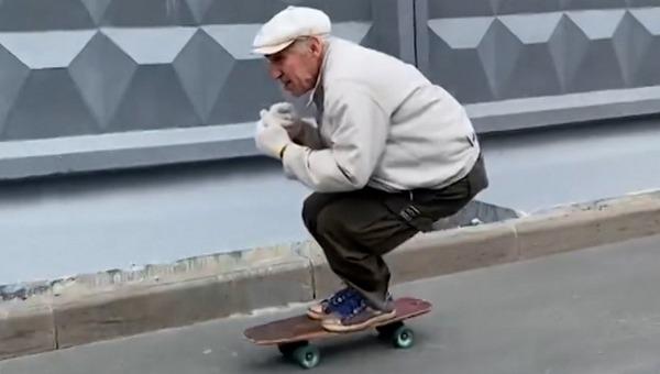 73-летний пенсионер потряс жителей северной столицы