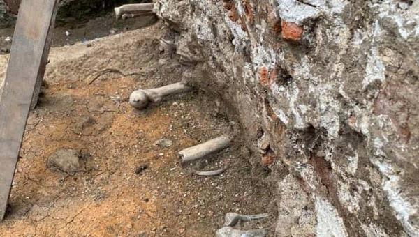 В историческом центре российского города плитку собираются класть на человеческие кости