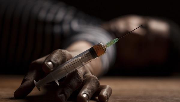Инспектор ФСИН принес в исправительное учреждение… наркотики