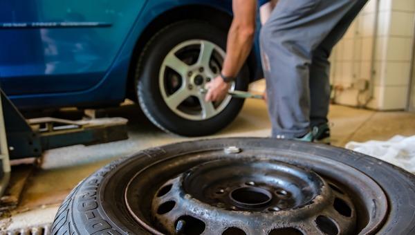 Как не дать себя обмануть во время смены колес?