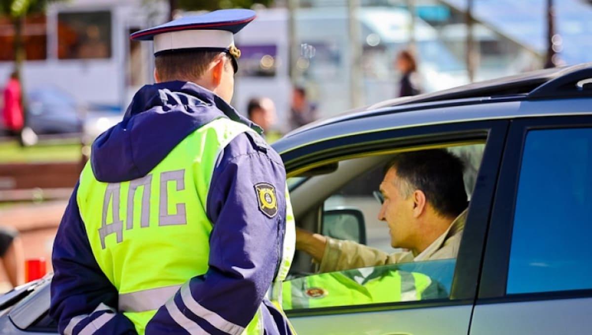 Серпуховские инспекторы ГАИ начали дежурить у «зебр» и заглядывать в окна