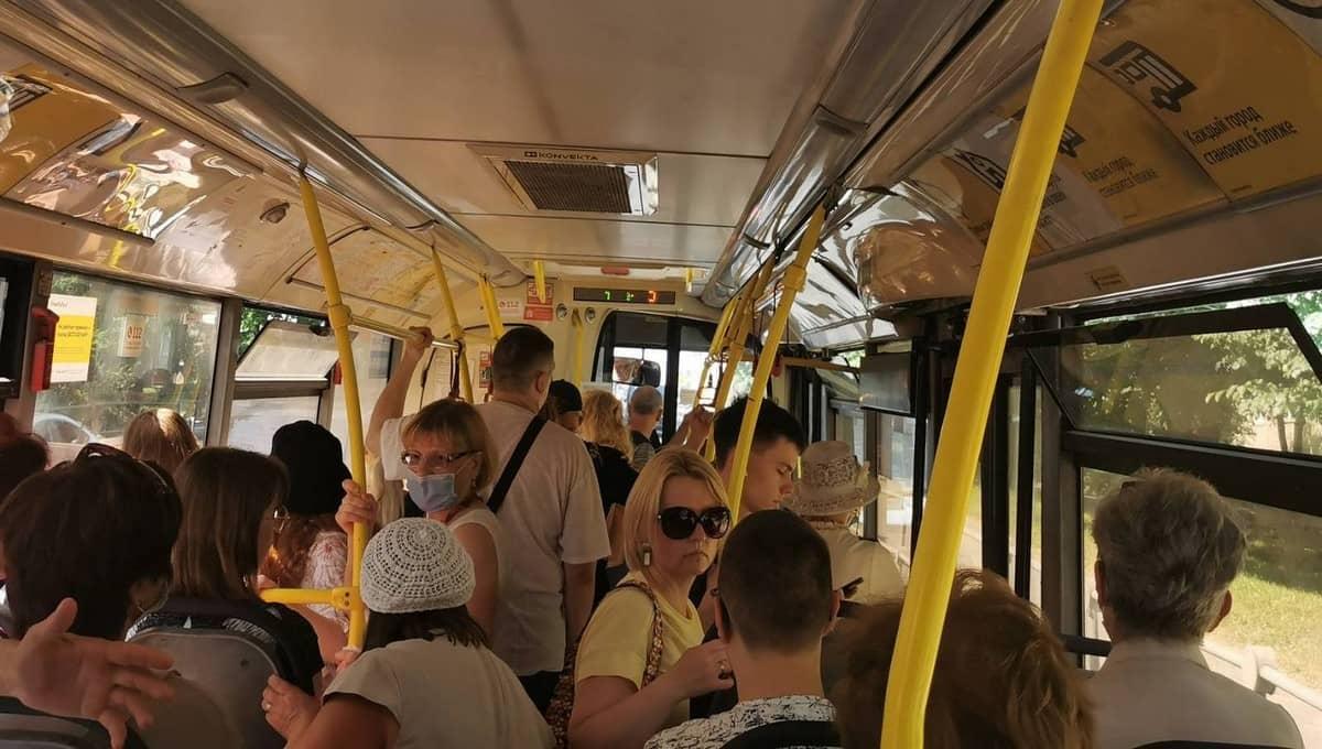 Подмосковные автобусы и электрички превратились в адские бани
