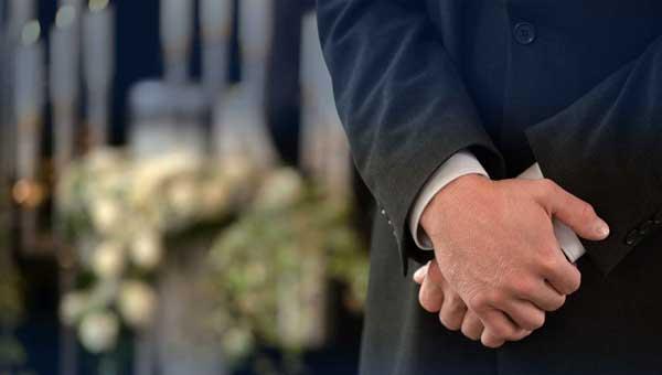 Кто станет честным и надежным помощником на похоронах?