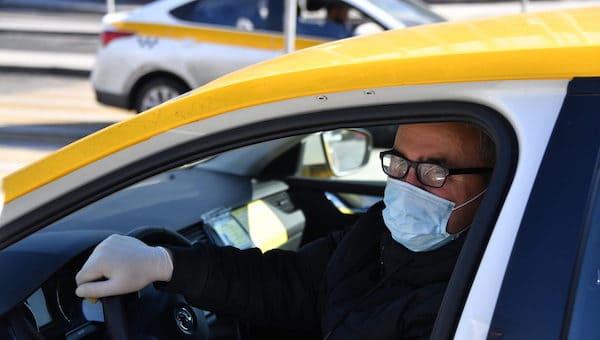 Подмосковные таксисты лишатся работы, если не сделают прививку от COVID-19