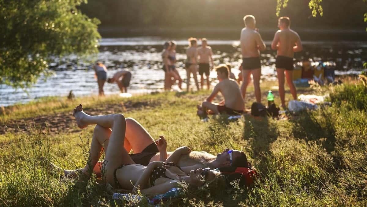 Жителей России с мая по июль ждет «красная жара»