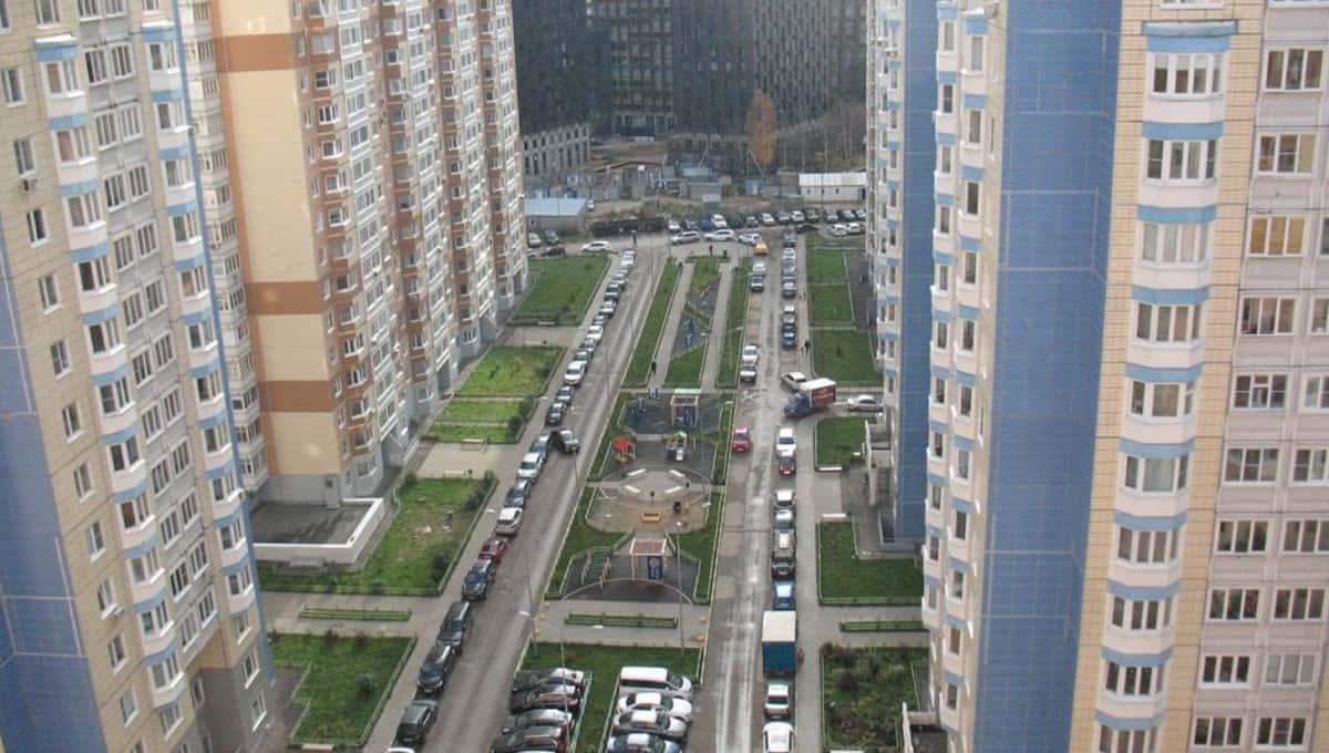 Три тела обнаружены под окнами жилого дома в столице