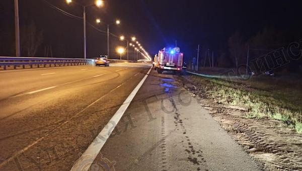 На трассе М2 сразу три машины улетели в кювет, пострадали две