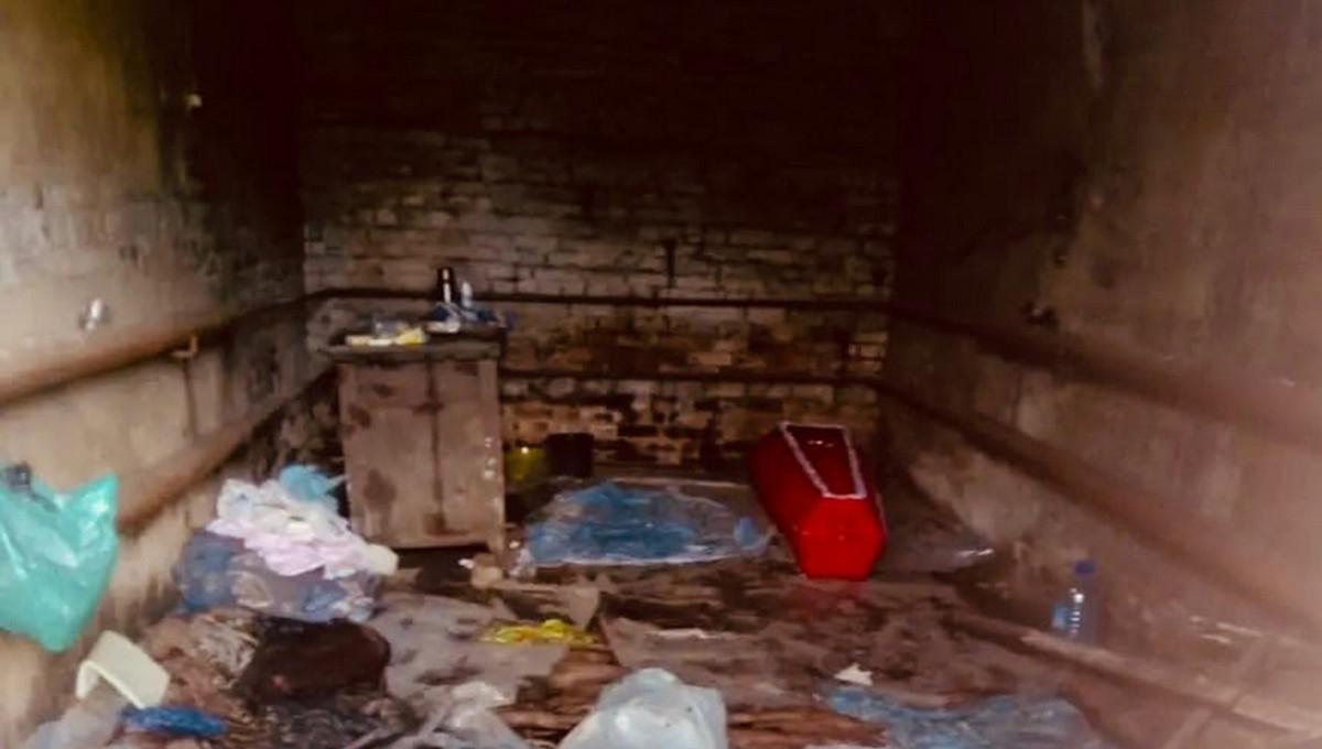 В российской больнице трупы складируют в… гараже