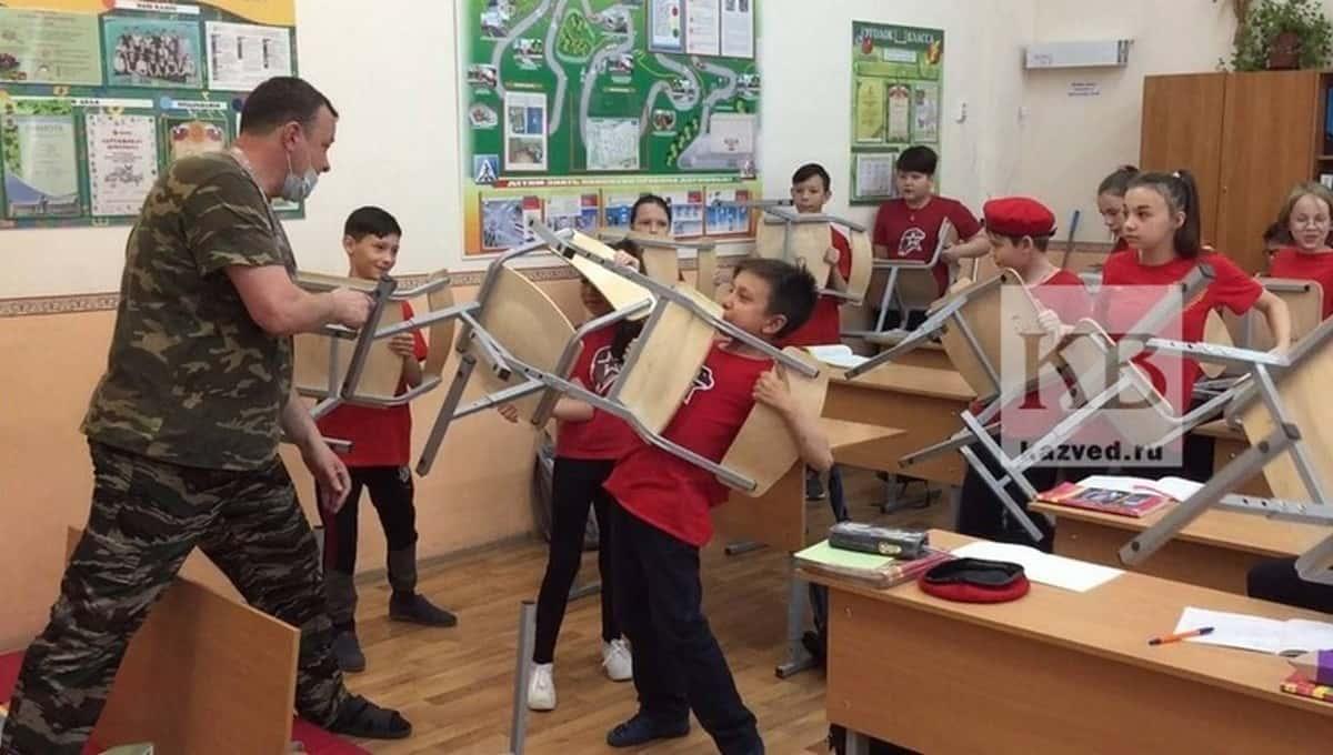 После нападения в казанской школе преподаватель другого учреждения решил научить детей самообороне