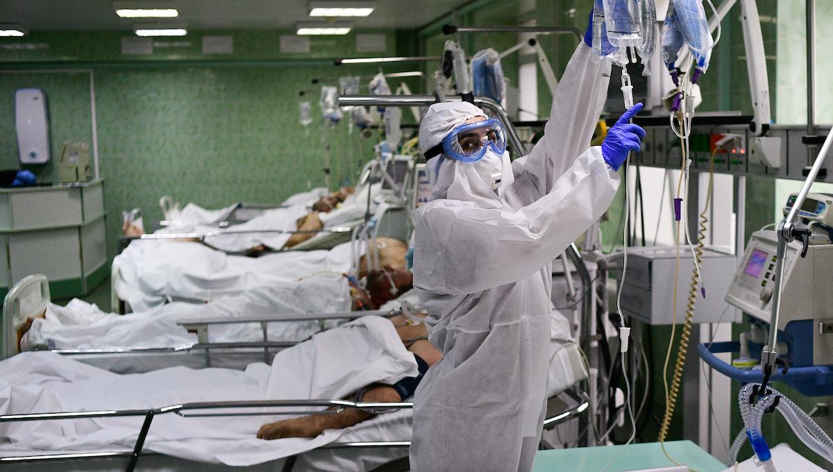 Такой заболеваемости и смертности от СOVID-19 в России не было с начала пандемии