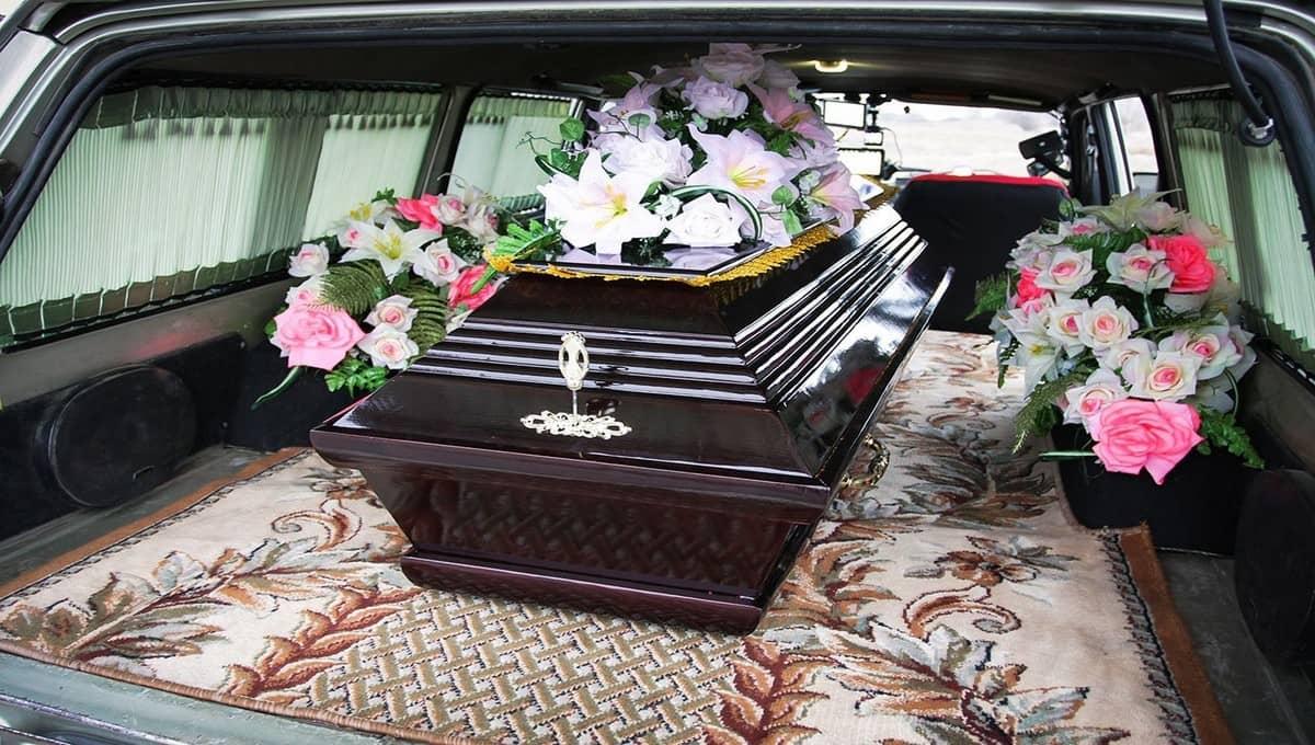 В Подмосковье катафалк с покойником врезался в легковушку