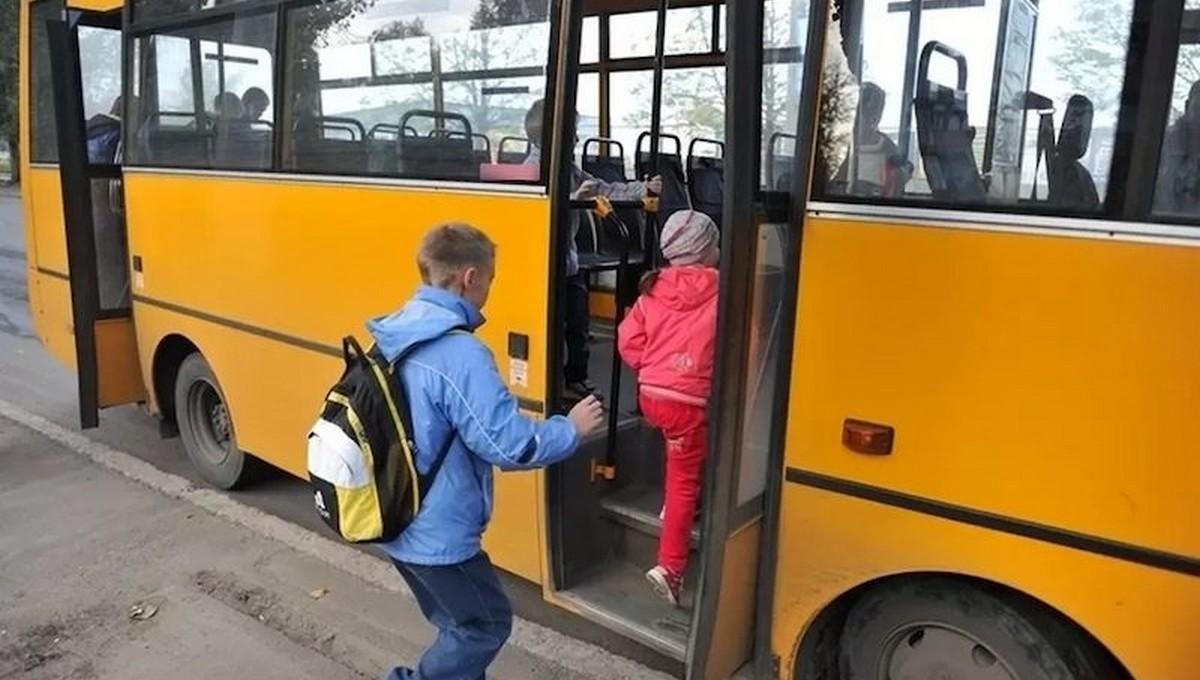 Трехлетняя малышка погибла после того, как ее зажало дверями автобуса