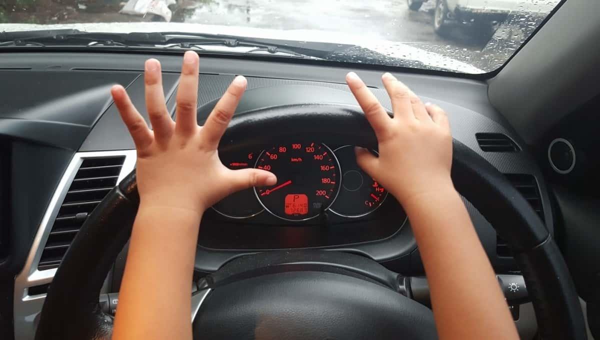 6-летний мальчик на машине задавил мать