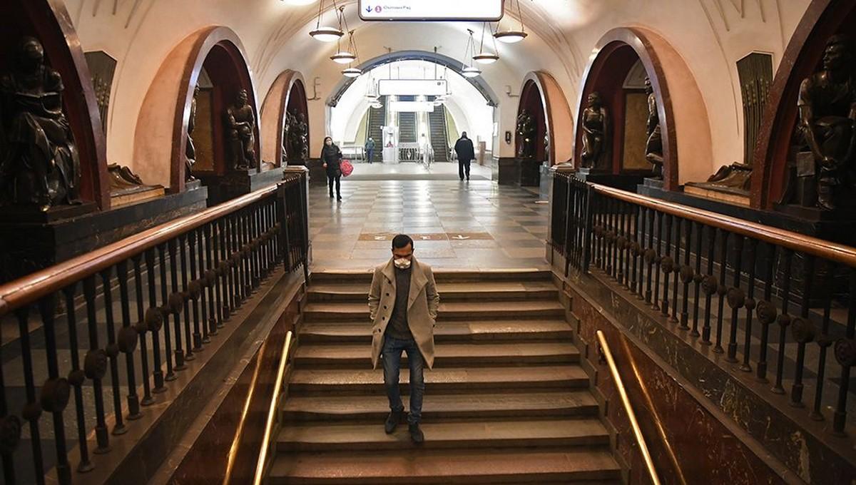 Москвичи уходят на самоизоляцию и удаленку до следующего года